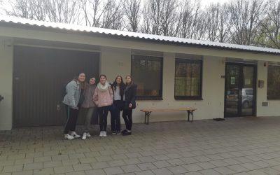 Vijf jongerenambassadeurs van start bij dierenasiel 't Julialaantje!