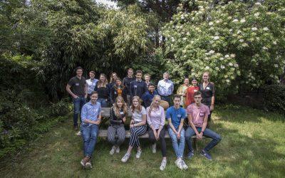 Interview: Jongerenambassadeur Simon vertelt over de op- en inrichting van het Jongerenparlement!