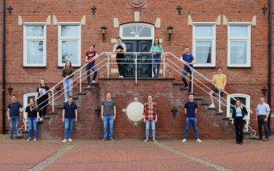 Jongerenambassadeurs Bloemencorso Lichtenvoorde presenteren hun eindrapport